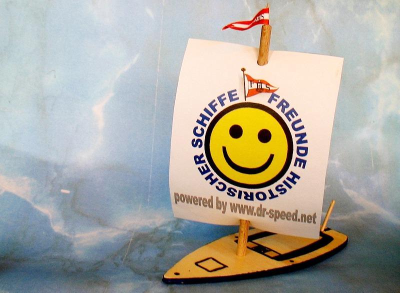 Für den Start: ein FHS Holz-Schiffchen