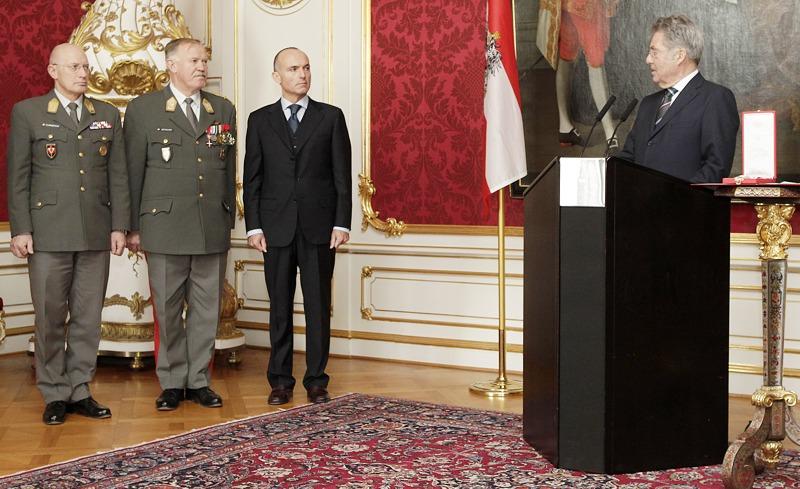 Zu Gast beim Oberbefehlshaber: v.r.n.l.: Neo-Verteidigungsminister Klug, General Entacher und Generalleutnant Commeda, dessen bisheriger Stellvertreter, dem gute Chancen auf die Nachfolge nachgesagt werden.