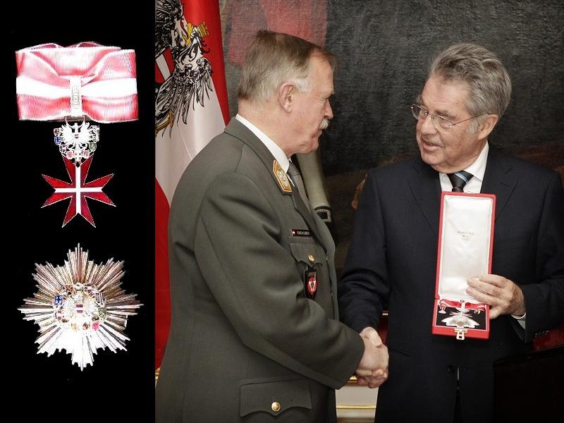 """Das """"Große Silberne Ehrenzeichen mit dem Stern"""" besteht aus einer Halsdekoration und einem Bruststern und stellt den fünfthöchsten Rang aller Auszeichnungen der Republik Österreich dar."""