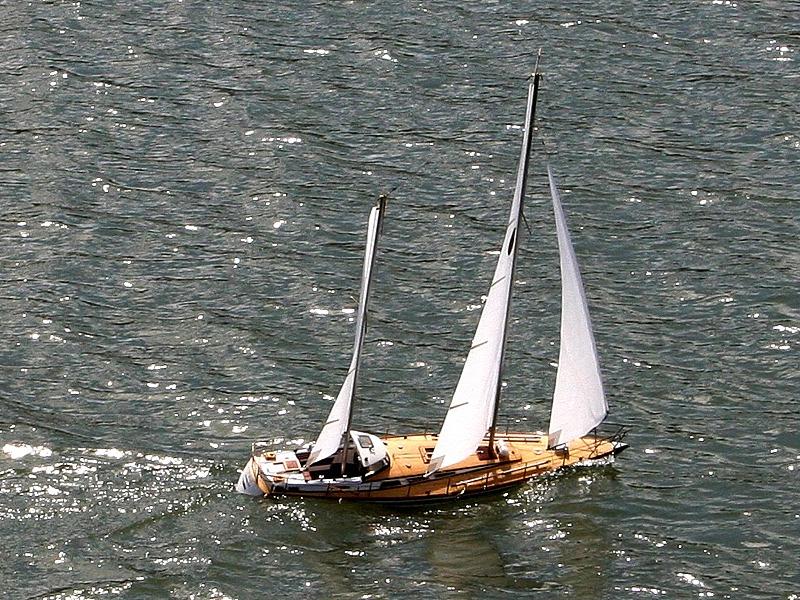 Ferngesteuertes Segelschiff