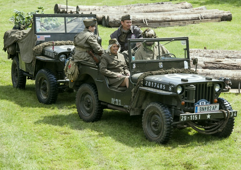 Willys Jeep schleppt Willys Jeep © T. Hufnagel