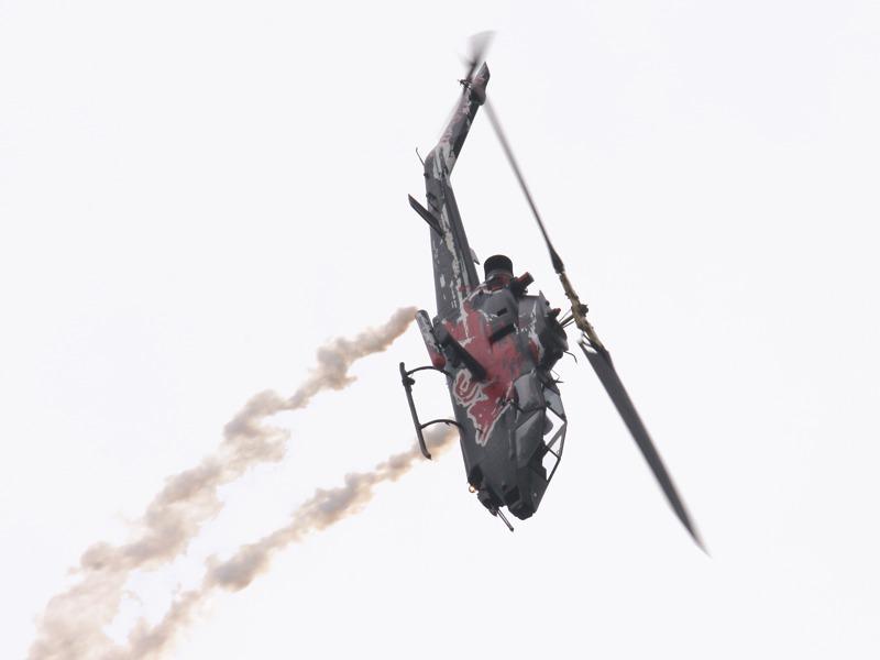 Kunstflug mit der Bell TAH-1F Cobra