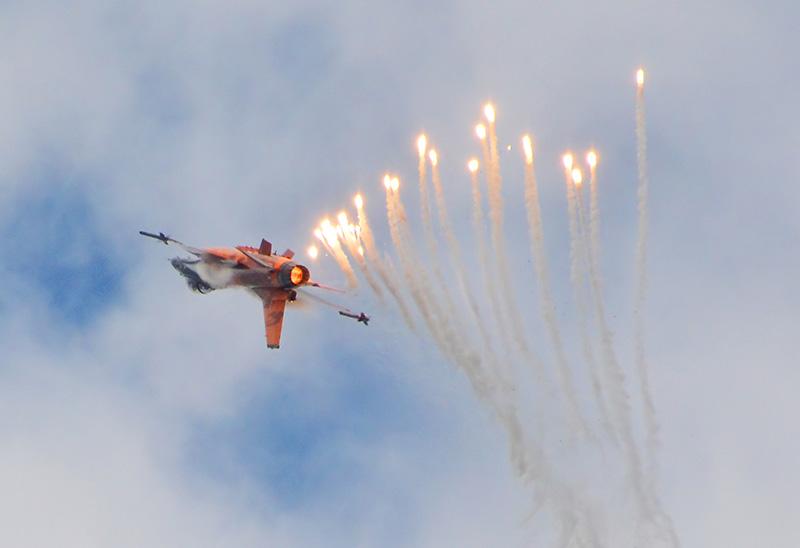 CW1 - F16 beim Tauschkörper auswerfen © ChW