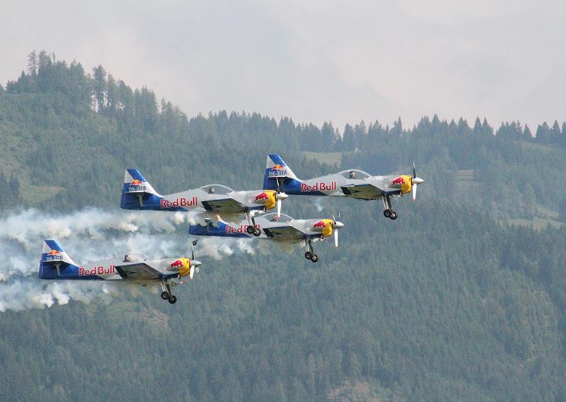 FS1 - Flying Bull Aerobatics Team © CuF