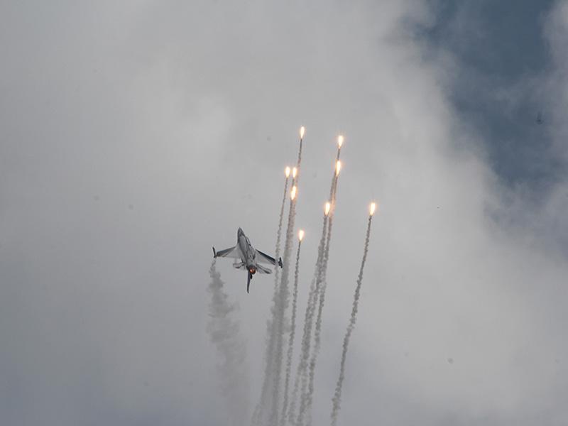 MX3 - Belgische F-16 mit Täuschkörper © Michael Grosch