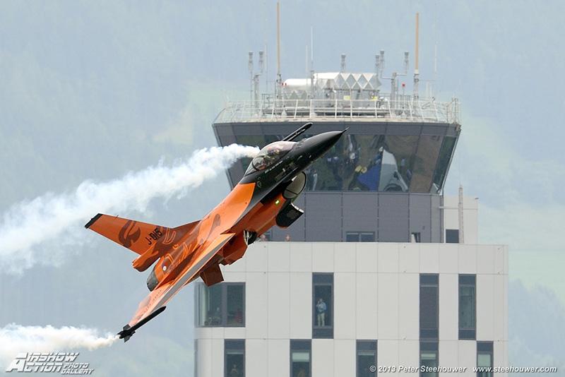 PS1 - Dutch F16 demo team © Peter Steehouwer