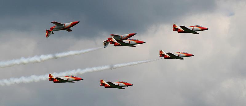 "TD2 - Performance der ""Patrulla Aguila"" aus Spanien ( 7x CASA C 101 Aviojet) © Tim Donell"