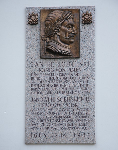Gedenktafel für Sobieski, Oberbefehlshaber des Entsatzheeres, links neben dem Haupteingang © Doppeladler.com