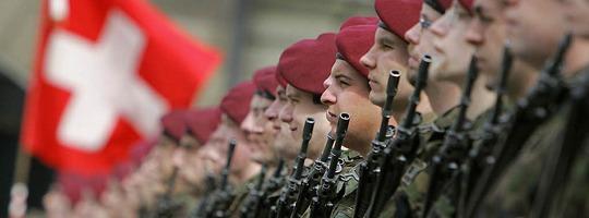 Schweiz stimmt für Wehrpflicht