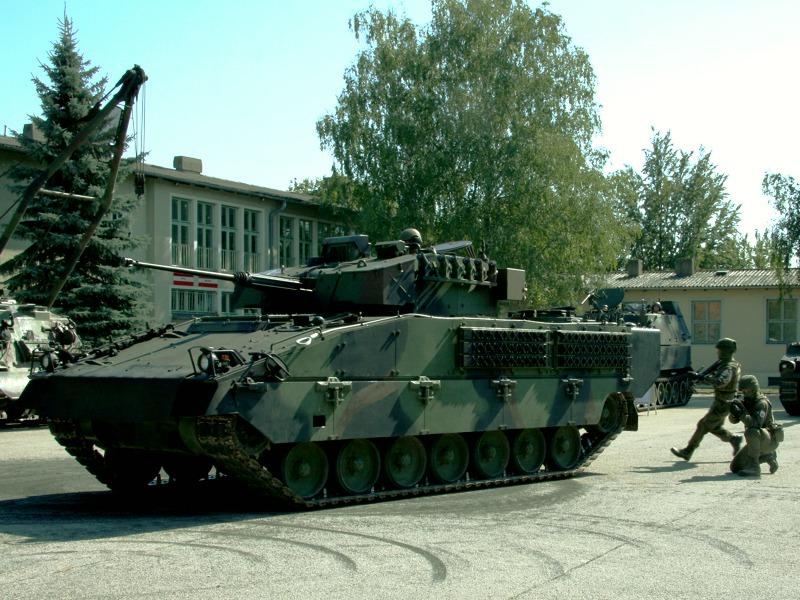 Schützenpanzer Ulan (ASCOD) - Aufsitzen der Panzergrenadiere
