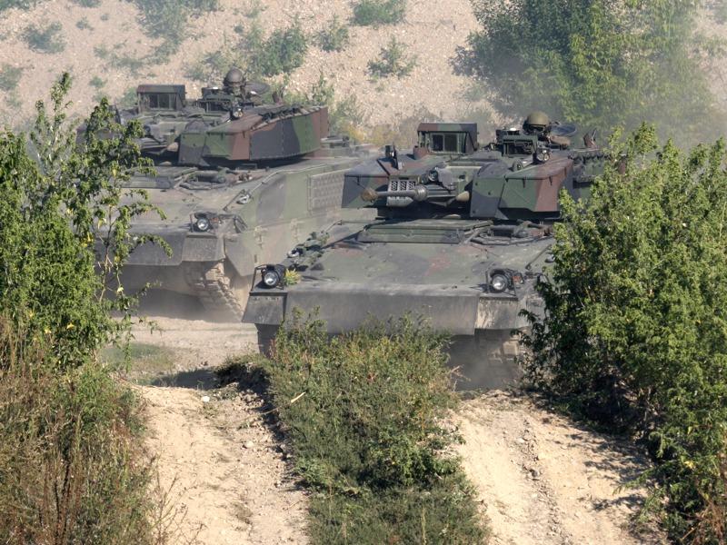 Auch die Schützenpanzer Ulan ziehen sich zurück
