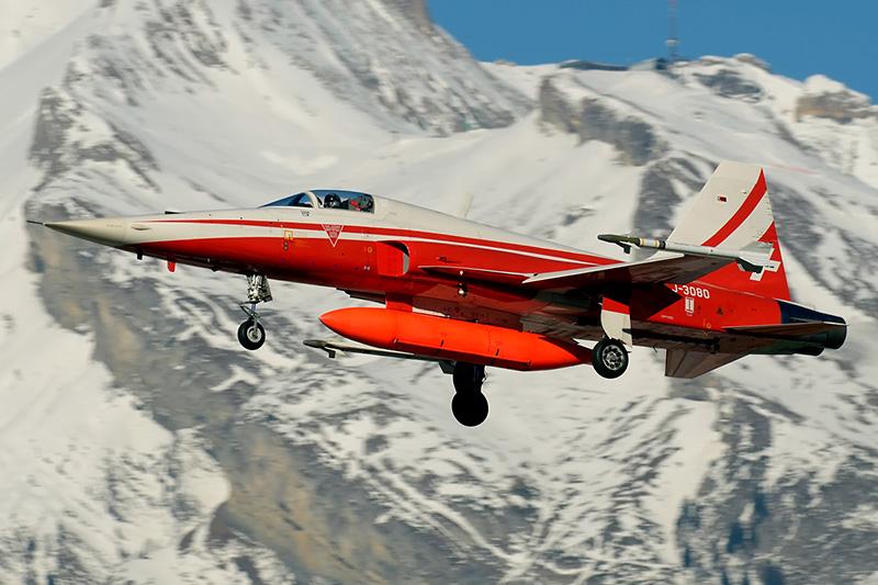 Zwei Luftraumsicherungen zur selben Zeit - da muss alles rauf was fliegt - auch die F-5E der Patrouille Suisse © grimmi