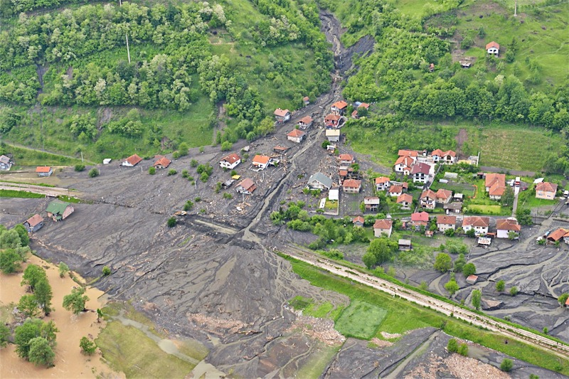 Die zahlreichen Murenabgänge verwüsten ganze Dörfer und zerstören die Infrastruktur © EUFOR Althea
