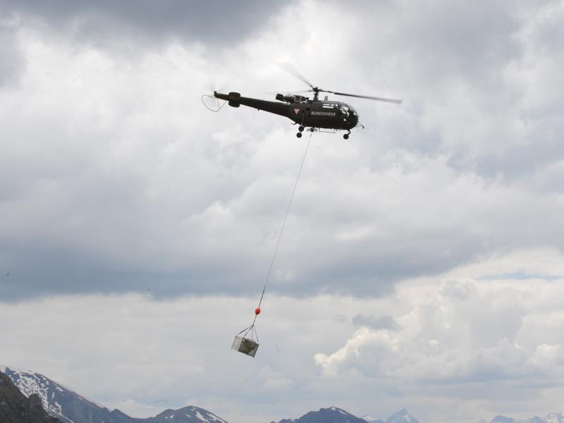 Bergung der Wrackteile durch eine Alouette III © Bundesheer