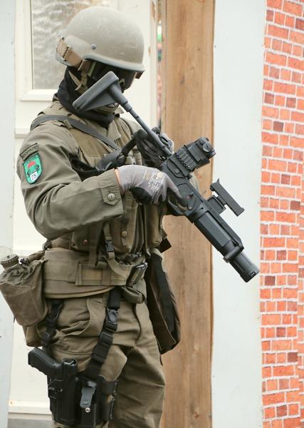 Soldat des Jägerbataillons 25 mit dem Granatwerfergewehr 40mm GrG LV von Madritsch / MWT Austria