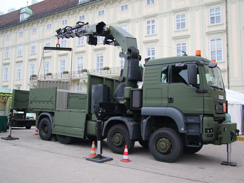 MAN TGS 41.480 8x8 mit Ladepritsche und Frontladekran 76 mt