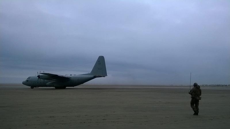 Pikante Außenlandung einer schwedischen C-130H am Strand von Rømø © FLVFOT