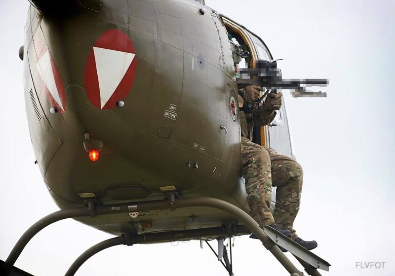 Bell OH-58B Kiowa. Warum man ein Zweibein auf einem StG-77A2 KDO verpixelt? © FLVFOT