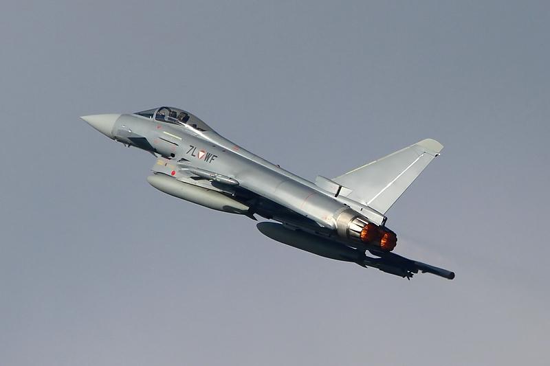 Eurofighter Typhoon 7L-WF startet mit Nachbrennern © Werner P