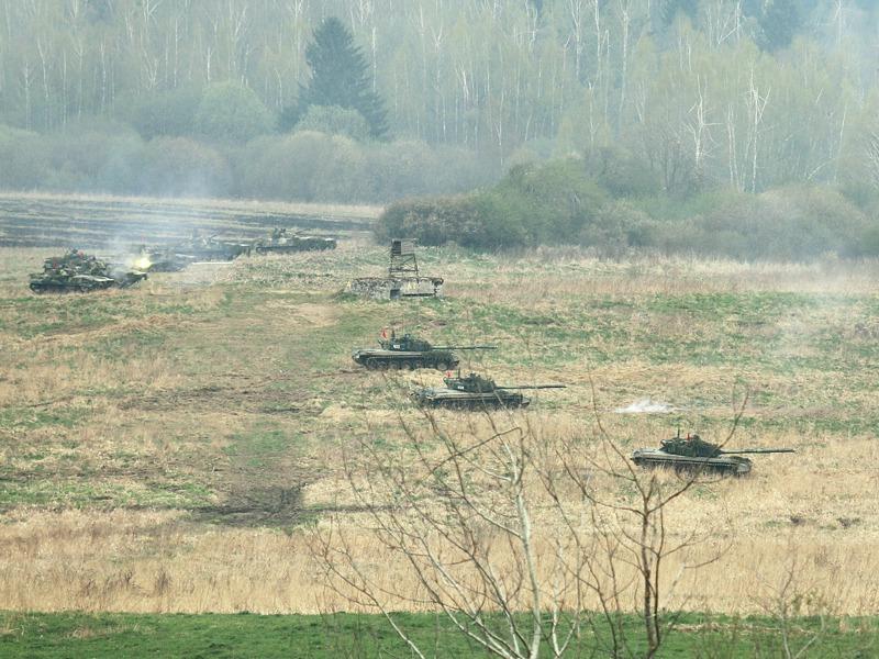 Tschechische Schützenpanzer und Kampfpanzer eröffnen das Feuer © Doppeladler.com