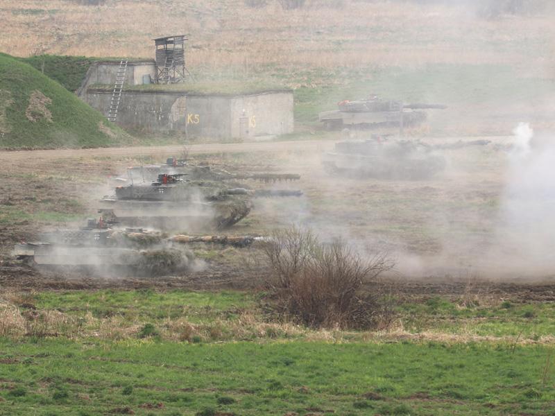 Deutsche Kampfpanzer eröffnen das Feuer © Doppeladler.com
