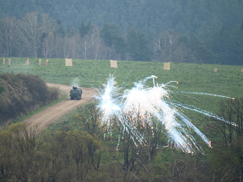 Iveco LMV setzt Nebelgranaten ein, um seinen Rückzug zu decken © Doppeladler.com