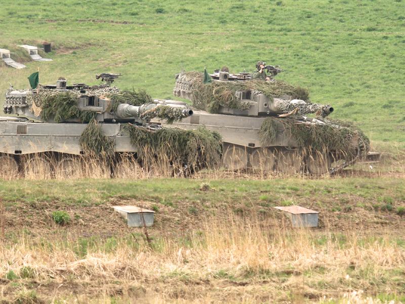 Die stabilisierten Panzerkanonen des Leopard 2A4 bleiben stets auf das Ziel gerichtet © Doppeladler.com