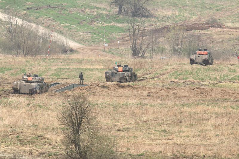 Schützenpanzer überqueren die Schnellbrücke © Doppeladler.com