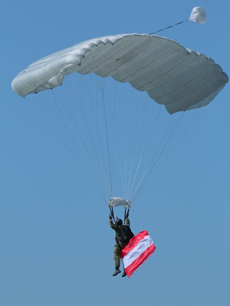 Fallschirmspringer © Doppeladler.com
