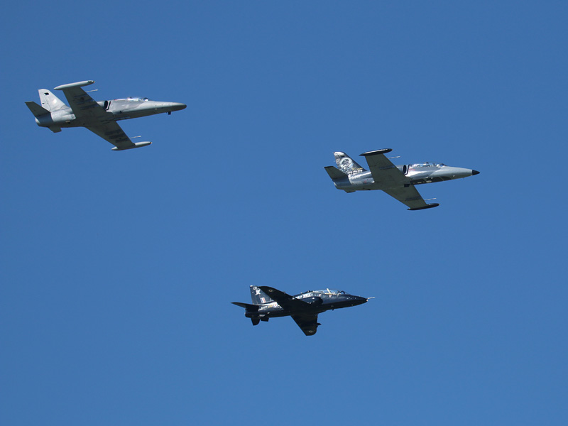 Gemeinsamer Überflug: v.l.n.r.: ALCA, Hawk, L-39 © Doppeladler.com