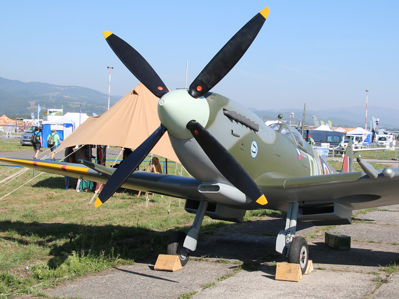 Supermarine Spitfire Mk XVIE (Typ 361) ML296 © Doppeladler.com