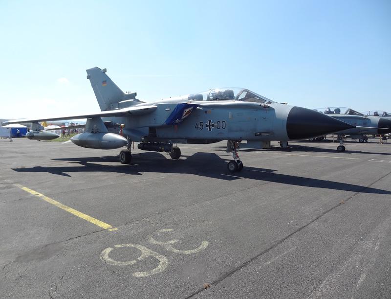 Panavia Tornado IDS 45+00 aus Deutschland © Doppeladler.com
