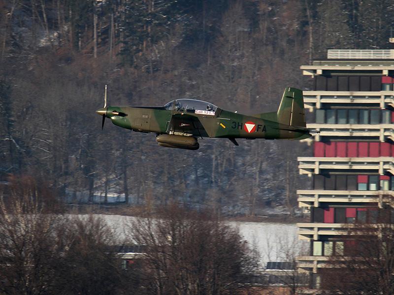 Start einer bewaffneten PC-7 in Innsbruck (3H-FA) © Bundesheer