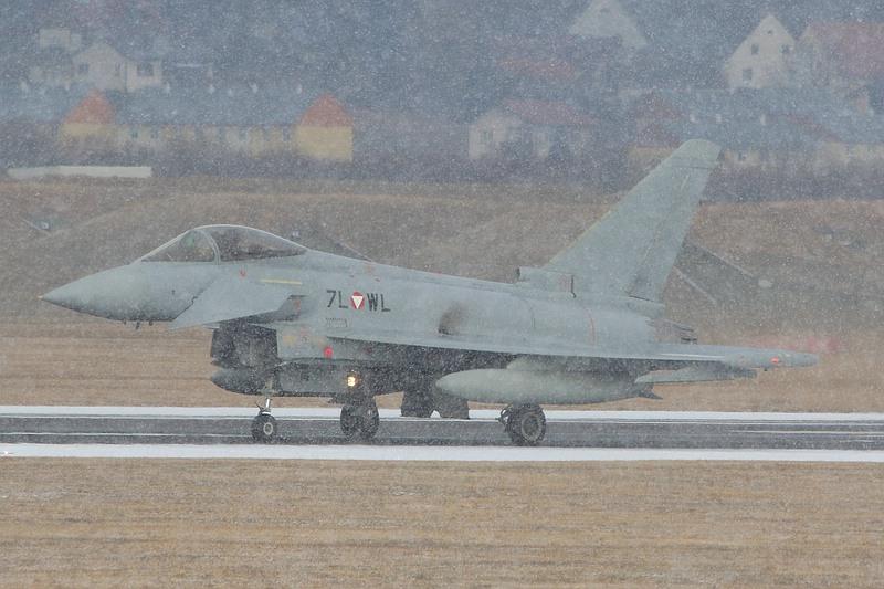 Eurofighter Typhoon 7L-WL im Schneetreiben © Werner P