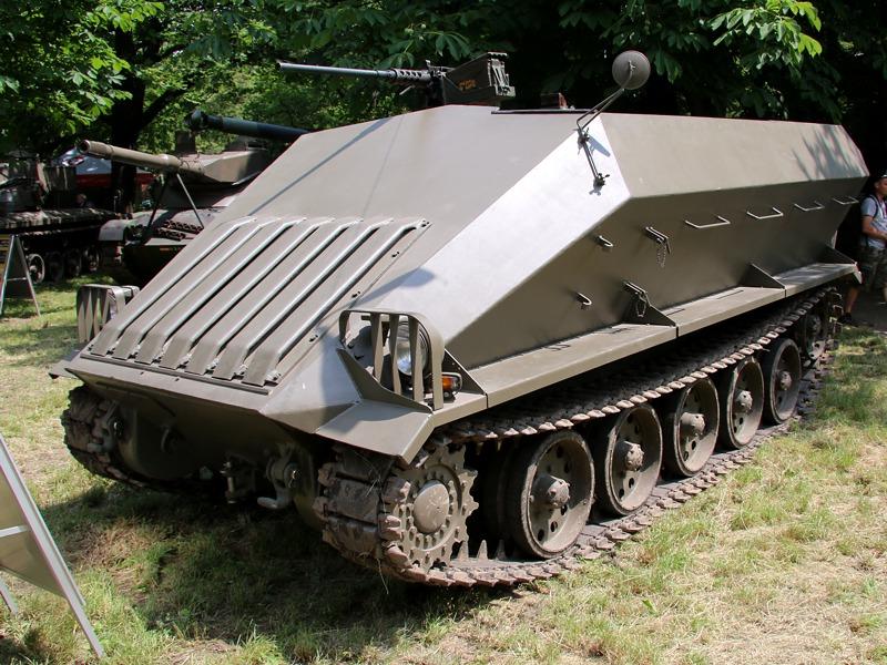 Der Prototyp des Saurer Schützenpanzers orientierte sich noch stark an Wehrmachtsmodellen © Doppeladler.com