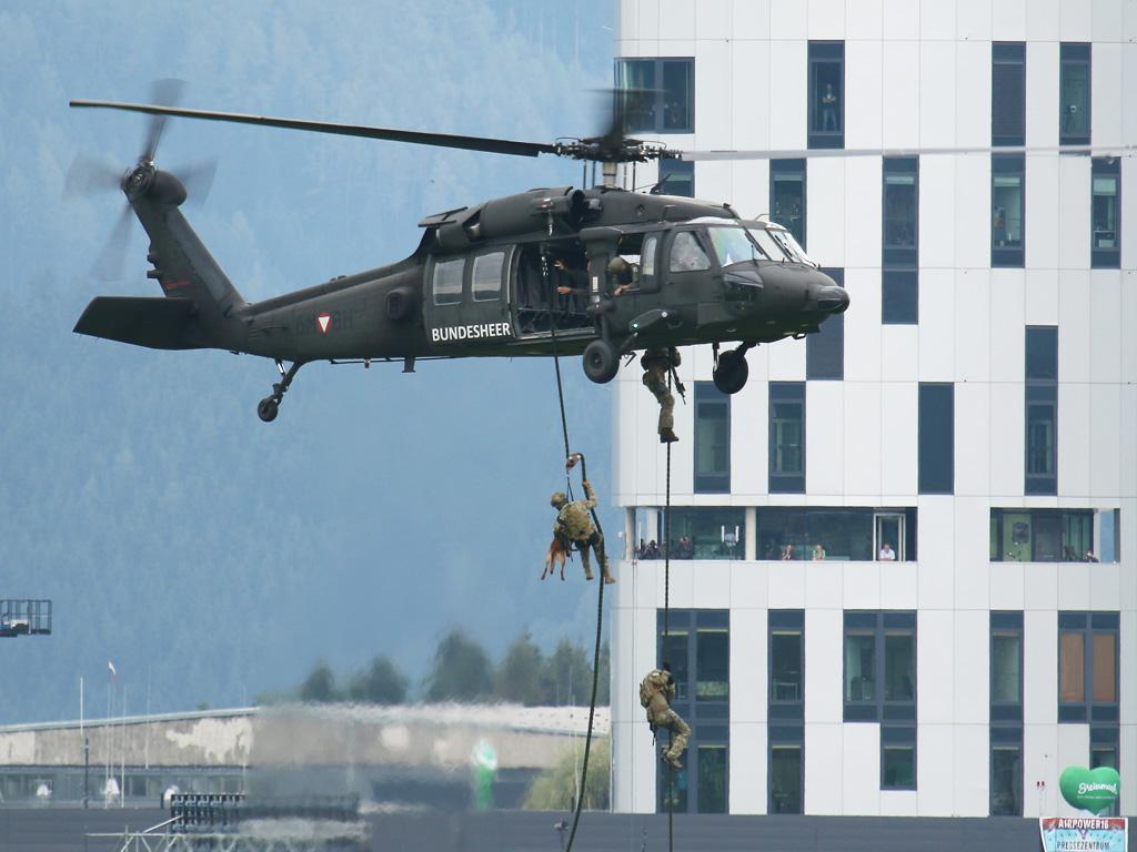 Fastroping - Jagdkommando verlässt Black Hawk © Doppeladler.com