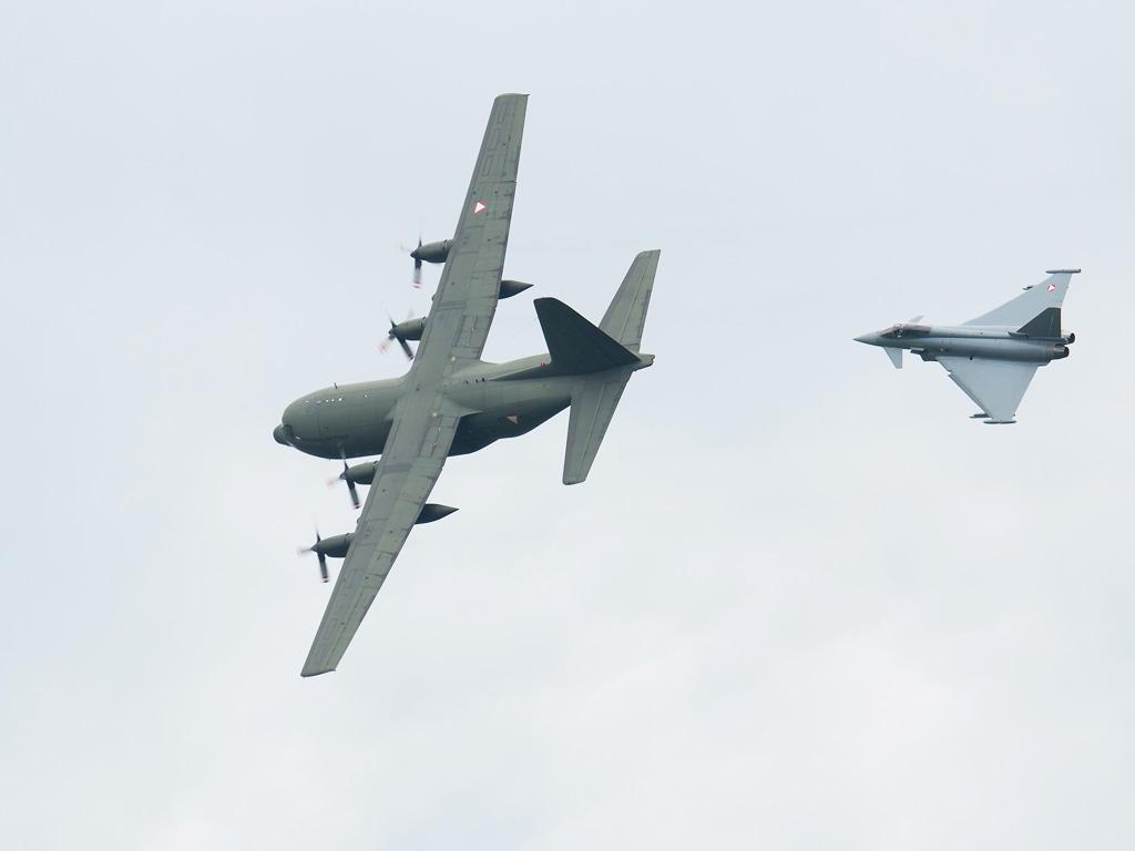 Abfangvorführung: C-130 Hercules und Eurofighter Typhoon © Doppeladler.com