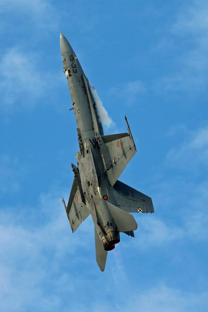 RT3 - Spanische F-18 steigt senkrecht in den Himmel © RecceTiger_Jörg.M
