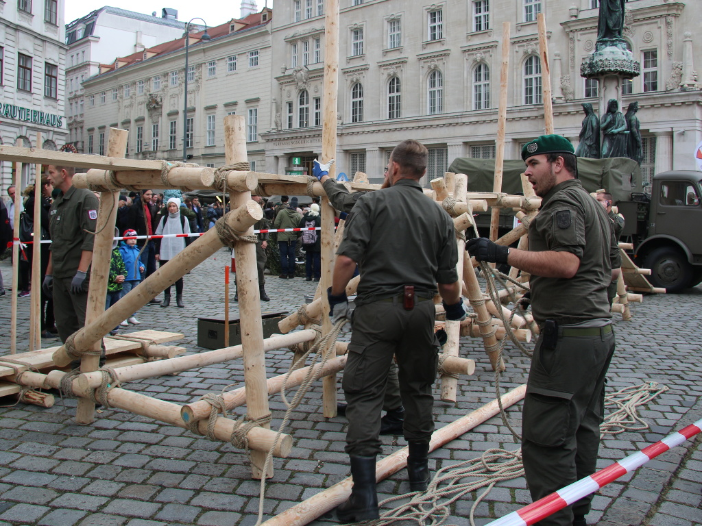 Holzsteg als Fingerübung der Pioniere © Doppeladler.com