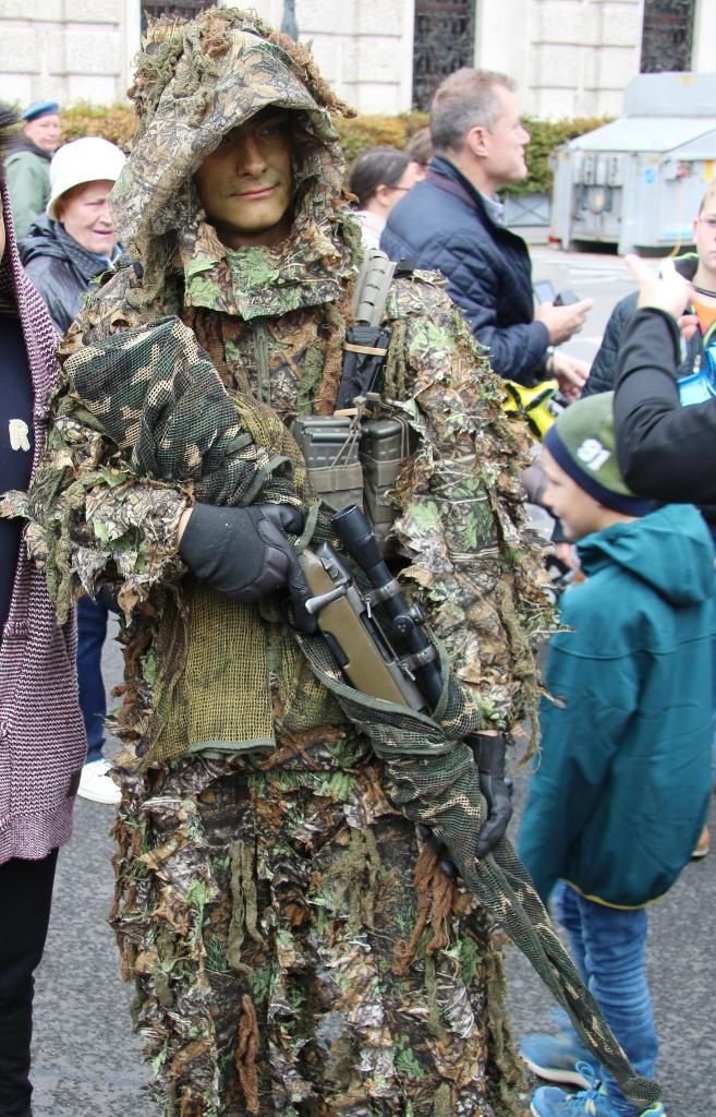Scharfschütze des JgB25 mit 7,62 mm Scharfschützengewehr SSG69 © Doppeladler.com