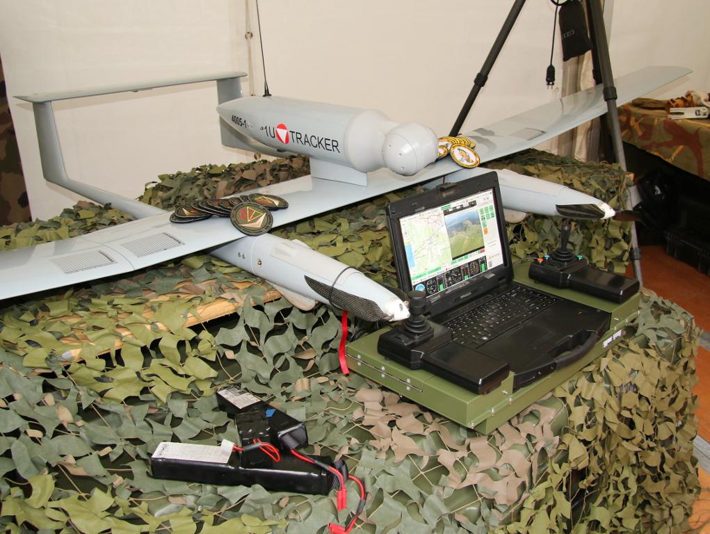 Drohne für den Nahbereich TRACKER mit Dummy-Sensorkopf. Die bisherigen Erfahrungen sind sehr positiv © Doppeladler.com