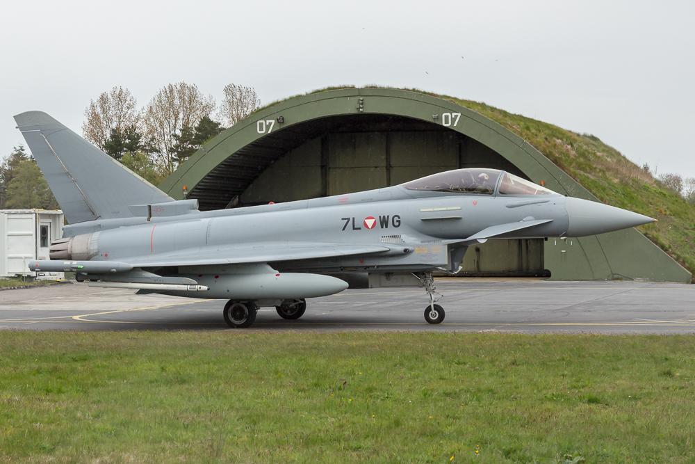 7L-WG - Eurofighter Typhoon vor einem Shelter © EaZy Aviation Photography