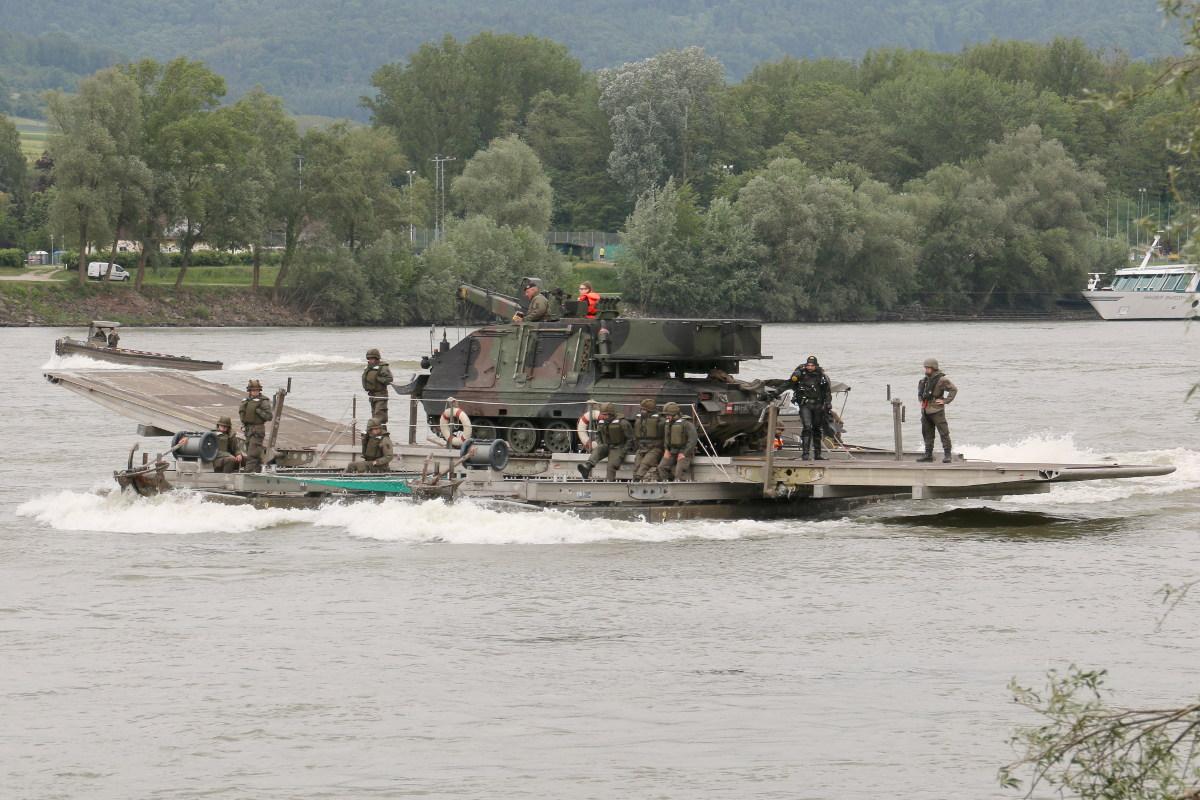 25 t Fähre mit Bergepanzer Greif A1 © Doppeladler.com