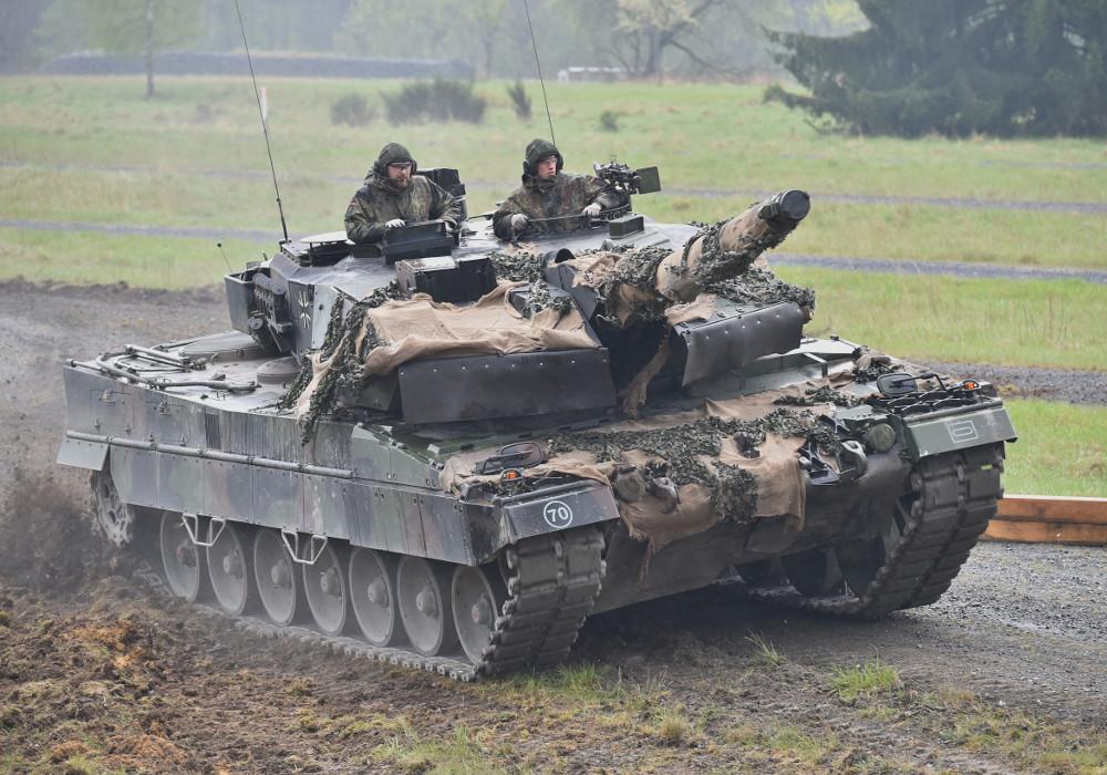 Deutscher Leopard 2A6 am Geschicklichkeitsparcour © US Army
