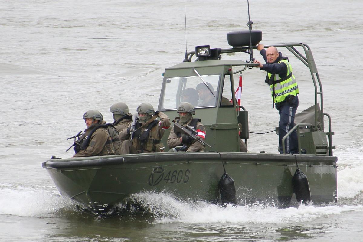 Sturm- und Flachwasserboot Watercat M9 © Doppeladler.com