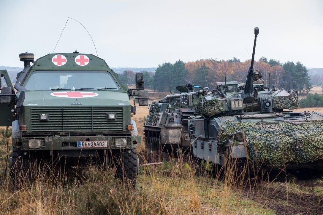 Der M88 kümmert sich um das Fahrzeug, der San-Dingo um die Besatzung © 13 Lichte Brigade