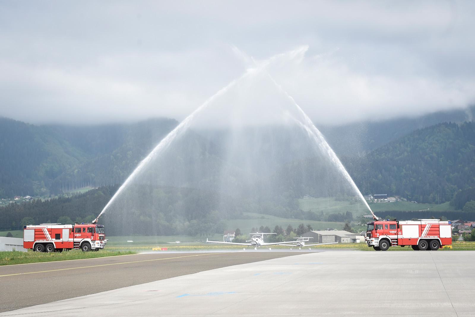 Traditionelle Taufe durch die Flughafen-Feuerwehr am 03.05.2018 © Bundesheer