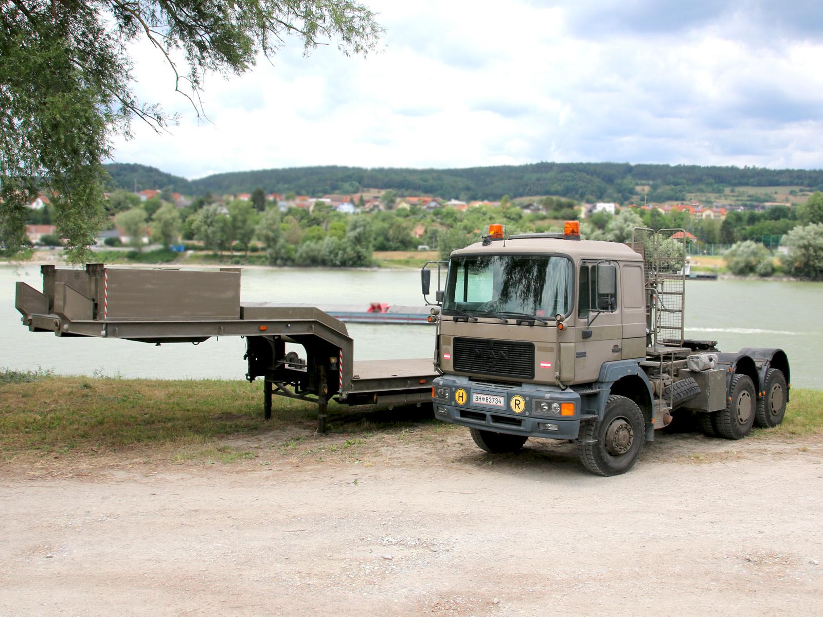 ÖAF 33.403 DFAS Sattelzugmaschine mit Satteltiefladeanhänger 30t TLÜ/S30L © Doppeladler.com