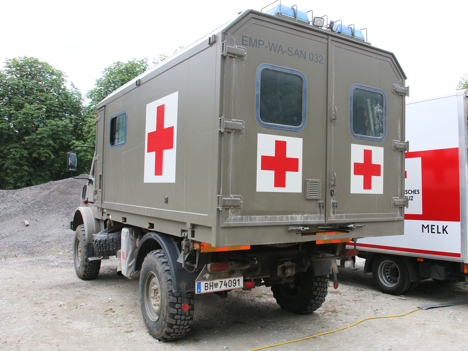 UNIMOG U 4000 ÖBH mit Wechselaufbau für Patiententransport © Doppeladler.com