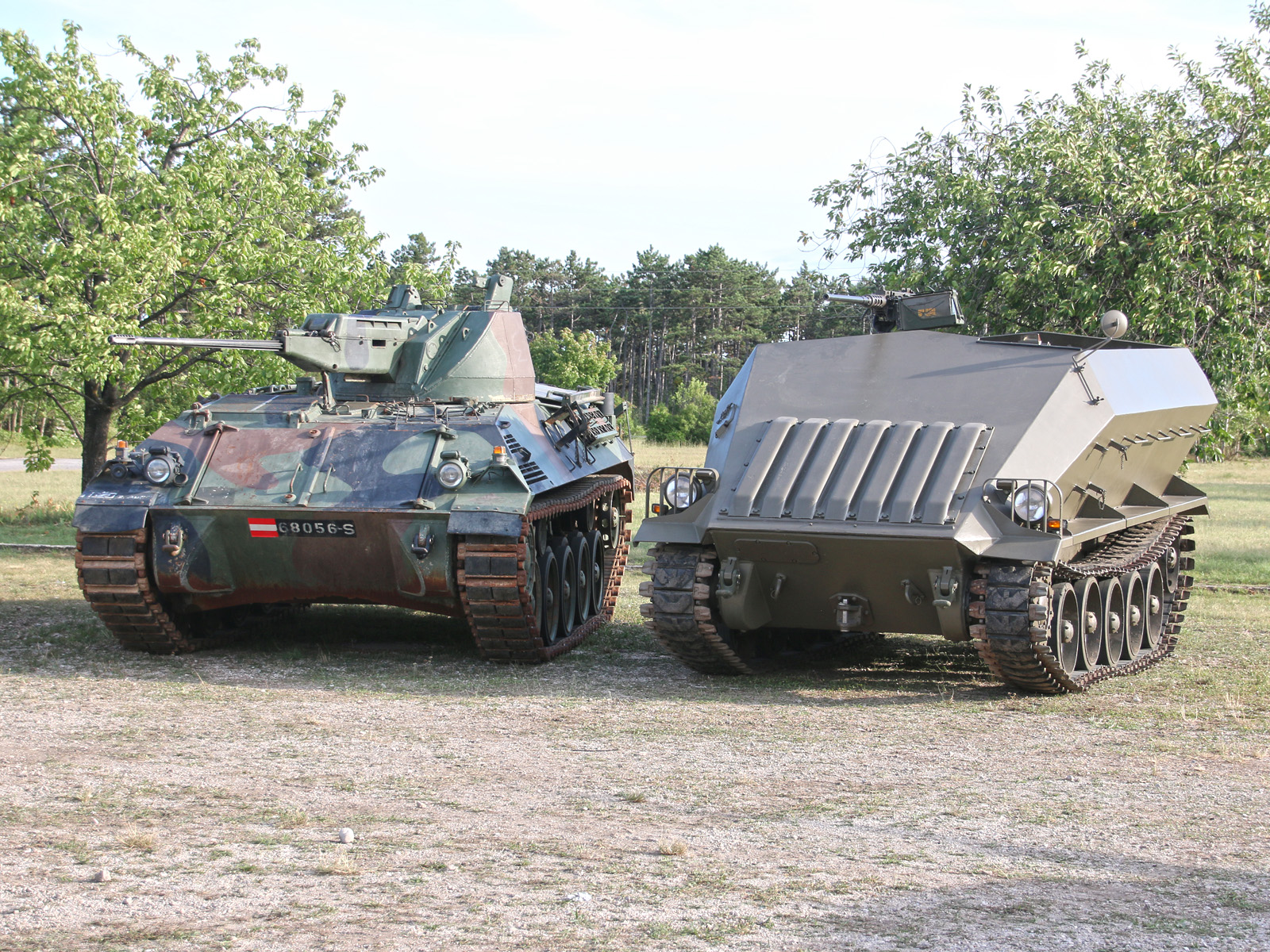 Schützenpanzer 4K4E/F und das Urkonzept aus den 1950er Jahren, der Saurer Prototyp 4K3H © Doppeladler.com